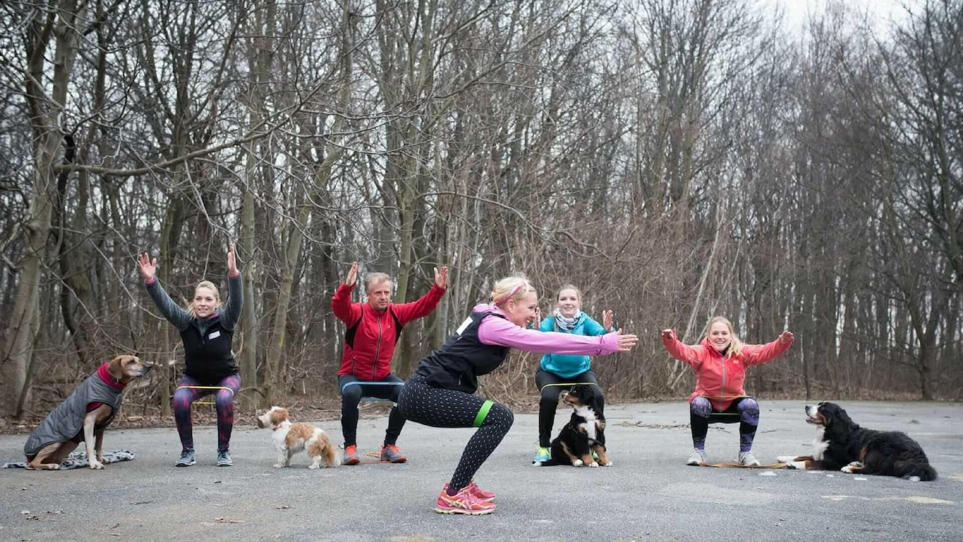 Fit werden mit Hund: Squats