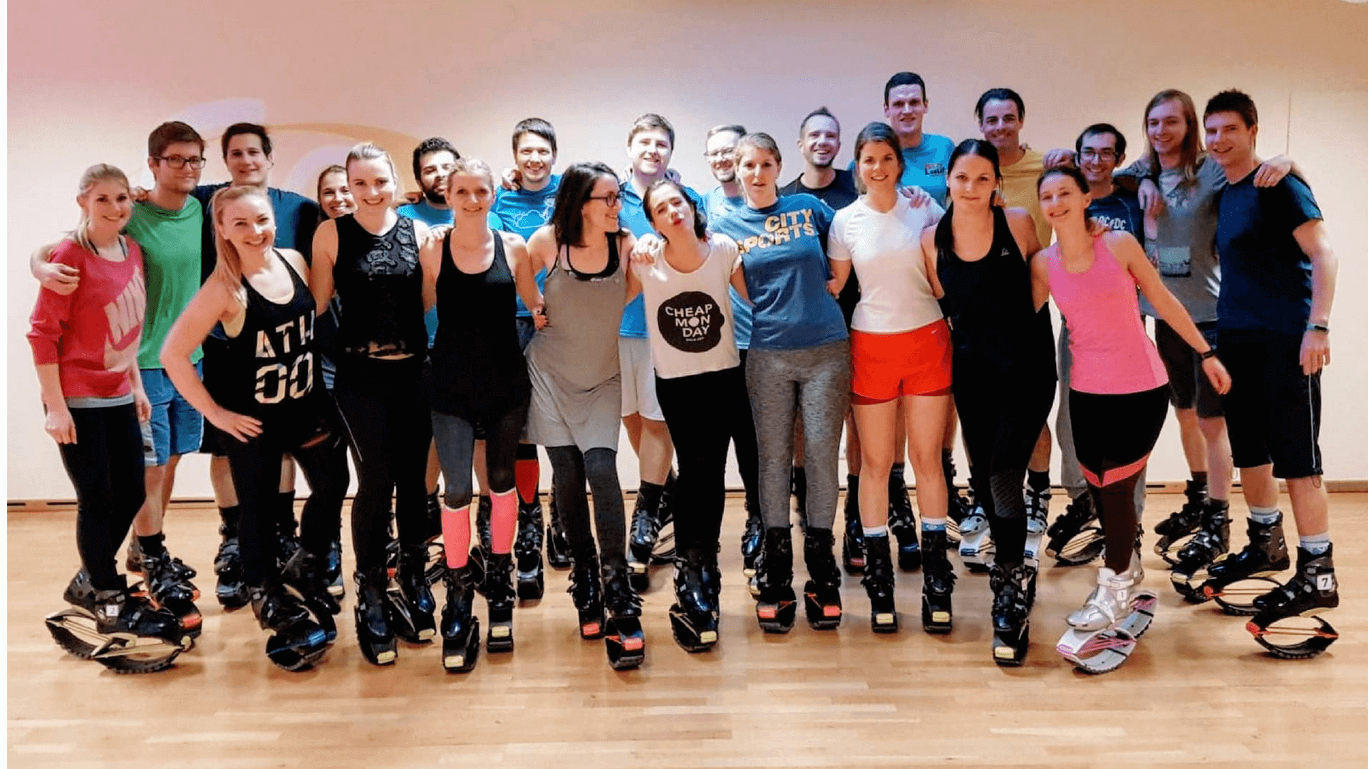 Teamsport das Tractive-Team beim Kangoo Jumps