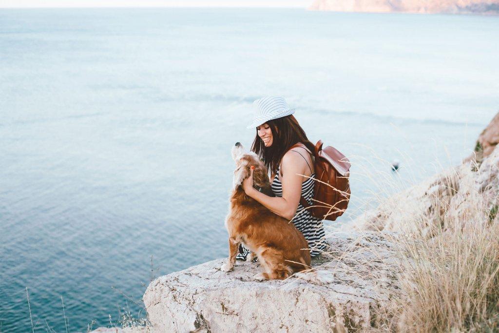 Beliebte Reiseziele mit Hund: Die 10 besten Tipps für jede Jahreszeit