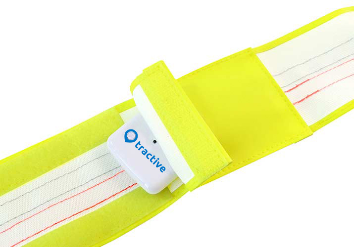 Signal collar band with a pocket for the Tractive GPS tracker